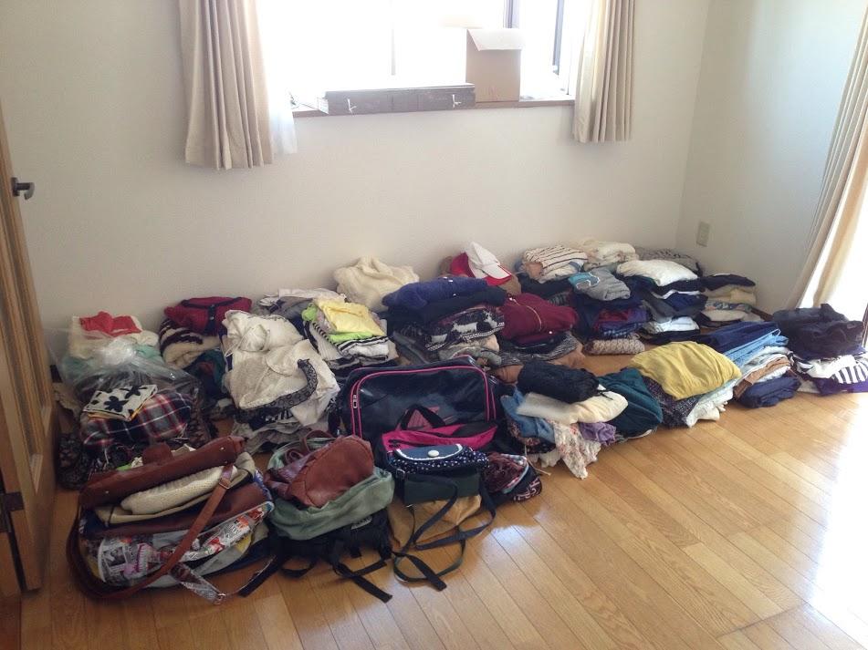 すべての服をたたみ持ち帰りやすいように
