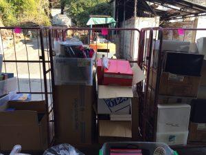倉庫でリサイクル品・寄付などの仕分け作業_170310_0003