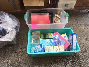 倉庫でリサイクル品・寄付などの仕分け作業_170310_0005