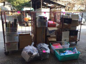倉庫でリサイクル品・寄付などの仕分け作業_170310_0001