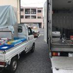 トラックに積み込み作業