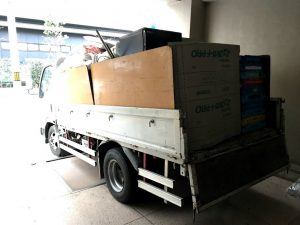 トラック荷物