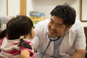 浅野先生 診療風景1